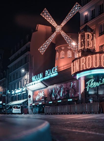 Amusez-vous follement au Moulin Rouge à Paris