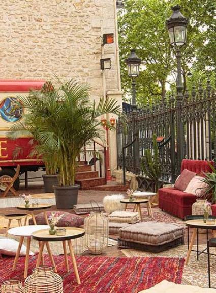 Terrasse estivale du Cirque d'Hiver, une guinguette aux airs gipsy...